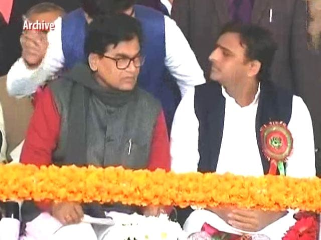 Video : In Fight For Party Symbol, Akhilesh Yadav Submits Proof - In 6 Boxes