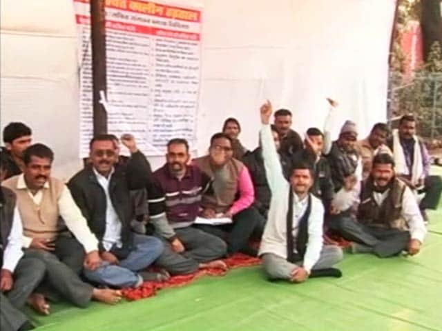 Video : Madhya Pradesh Panchayat Secretaries On Strike, Villagers Left Jobless