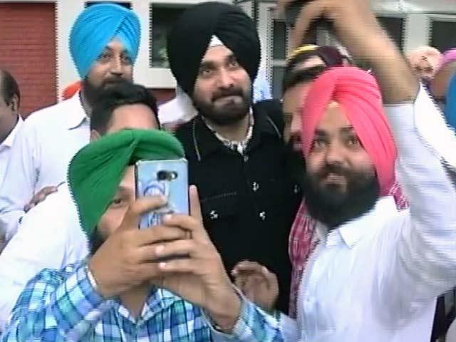 Videos : नवजोत सिंह सिद्धू कब थामेंगे कांग्रेस का हाथ?