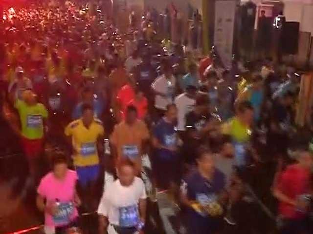 Video : 14th Mumbai Marathon Flagged-Off, Indian Olympian Among 42,000 Marathoners
