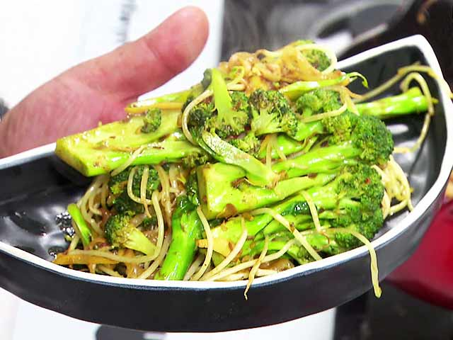 Get Your Daily Dose of Protein With Stir-Fried Broccoli