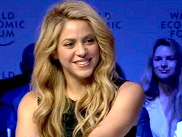 Video : Shakira, An Elvis Fan, Sings <i>Always On My Mind</i>