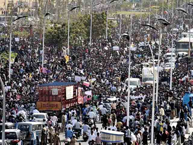 Video : 36 Hours And Counting. Thousands At Chennai's Marina Beach Against Jallikattu Ban