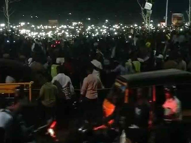 Video : From Torchlight To WhatsApp: At Marina Beach, The Cellphone Is A Powerful Tool