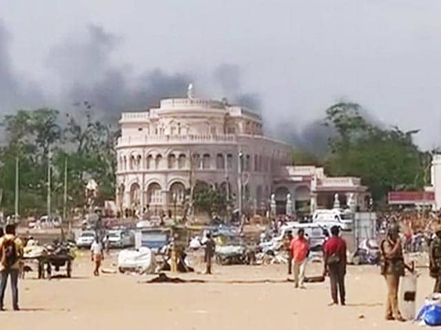 Video : Jallikattu: Marina Beach, Apolitical, Peaceful Zone So Far, Sees Arson And Violence