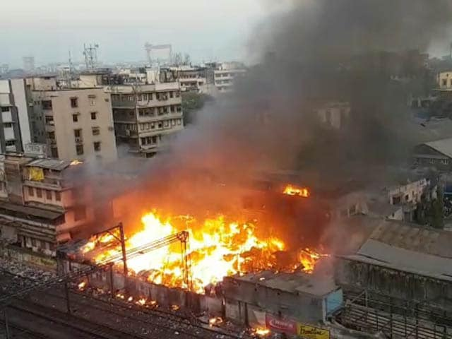Video : Huge Fire Breaks Out At South Mumbai Slum, 6 Injured