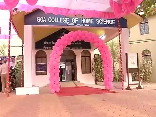 Video : Goa Elections 2017: Pink Teddy Bears For Women First-Time Voters Draws Mixed Reviews