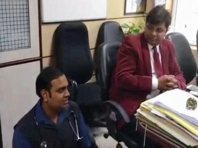 Video : दिल्ली : एक महीने के अंदर एम्स में पकड़ा गया दूसरा फर्जी डाक्टर