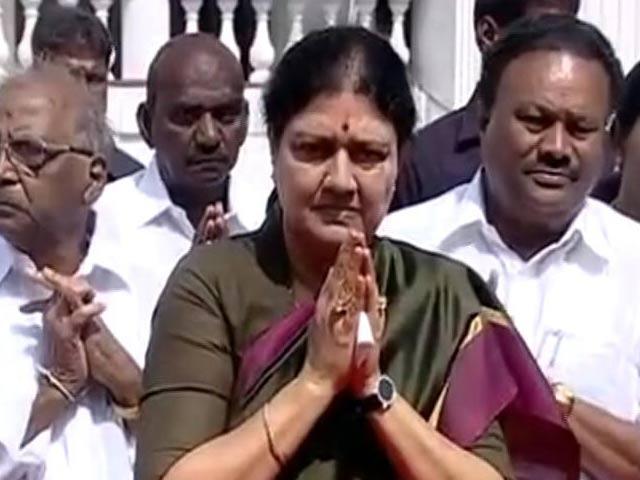 Video : वीके शशिकला बनेंगी तमिलनाडु की मुख्यमंत्री, DMK ने पूछा 'वो सीएम कैसे बन सकती है?'