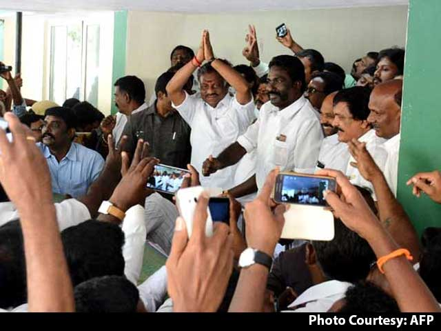 Video : At War With Sasikala, O Panneerselvam Says 'Will Prove Strength'