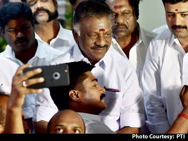 Video : 'Will All Who Worked At Her Home Become Amma?' O Panneerselvam's Dig At Sasikala