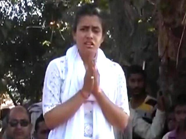 Video : यूपी चुनाव : जेल में बंद अमनमणि के लिए चुनाव प्रचार करने लंदन से आई बहन
