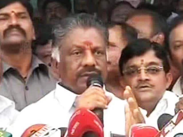 Video : 'Let's Unite' Says Panneerselvam, Sends Team To Resort To Win Over MLAs