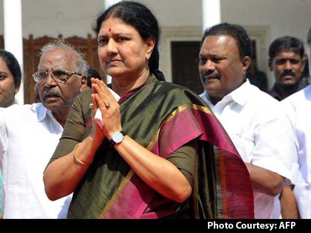 Video : VK Sasikala Returns Home, Likely To Surrender In Bengaluru Today