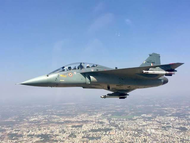 Video : Watch: NDTV's Vishnu Som Is World's First Reporter To Fly On The Tejas