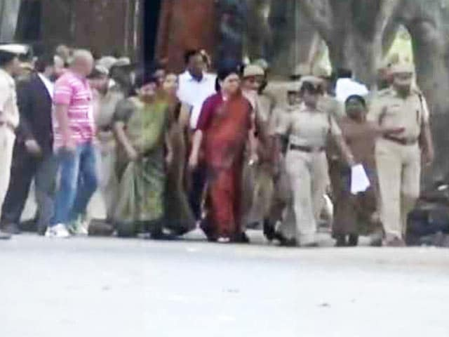 Video : VK Sasikala, Prisoner Number 9234, Slept On The Floor In Bengaluru Jail Cell