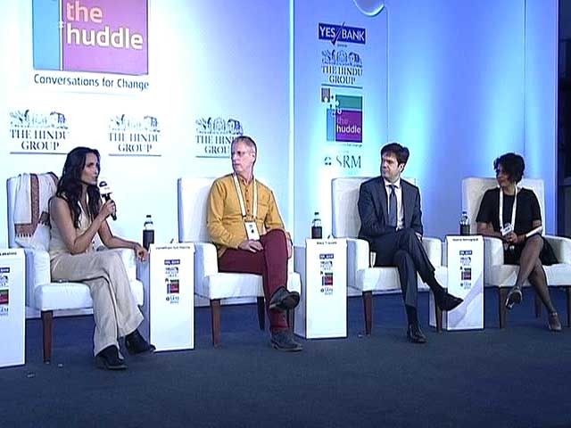 Video : The Huddle: Being A Global Citizen