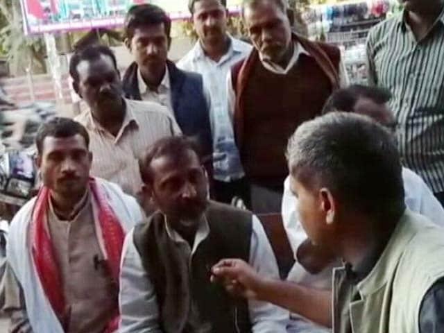 Video : ग्राउंड रिपोर्ट : सुल्तानपुर में सांसद वरुण गांधी की गुमशुदगी के पोस्टर लगे