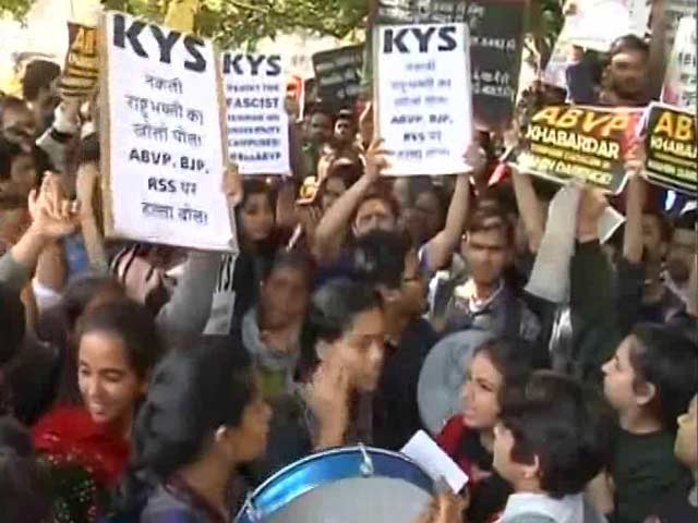 Video : Centre Asks For Report On Ramjas College Protest, 3 Cops Suspended