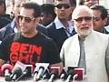 Salman flies kites with Modi, praises him, but no clear endorsement