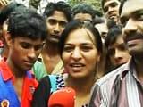 Videos : ईद पर सलमान खान के घर के बाहर जुटे फैन्स