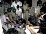 Video : जादवपुर यूनीवर्सिटी : आधी रात को छात्रों की पिटाई