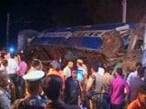 Video : गोरखपुर में दो ट्रेनों की टक्कर, 12 लोगों की मौत