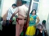 Videos : कैमरे में कैद : अश्लील डांस में पुलिसवाले ने लुटाए पैसे, लगाए ठुमके