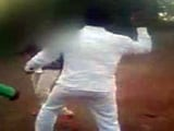 कैमरे में कैद : लातूर में बेरहमी से पीटा लड़का-लड़की को