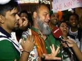 Videos : पाकिस्तानी फैन ने कहा, धोनी फिर ले जाएंगे वर्ल्ड कप