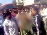 Videos : महाराष्ट्र : पुलिस ने की महिला की बर्�