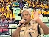 Videos : महिला सुरक्षा के मुद्दे पर छात्राओं ने दिल्ली के पुलिस कमिश्नर को घेरा