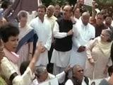 Video : इंडिया 7 बजे : निलंबन से नाराज़ कांग्रेस ने संसद परिसर में किया ज़ोरदार प्रदर्शन
