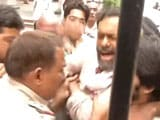 Video : Yogendra Yadav Alleges 'Brutal Assault' by Cops, Gets Arvind Kejriwal's Support