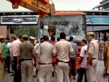 Video : इंद्रलोक में बस से टक्कर के बाद दो बच्चे घायल, गुस्साई भीड़ ने की तोड़फोड़
