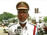 Video : हैदराबाद : गाड़ी रुक जाने पर लोगों को मदद मुहैया कराता है ये पुलिसवाला