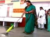 Video : On Swachh Bharat Anniversary, Vasundhara Raje Mops a Hospital