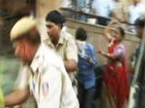 Videos : दिल्ली : नांगलोई में बच्ची को अगवा कर रेप करने के आरोपियों की जमकर पिटाई