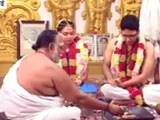 Videos : चेन्नई में बाढ़ : शादी के लिए दुल्हा नाव पर सवार होकर आया