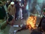 Video : शिमला : पुतला जलाने गए कांग्रेस कार्यकर्ता खुद ही आए आग की चपेट में