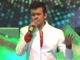 Sonu Nigam Performs for the Cause of Education