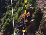 Video : Bungee Jump, James Bond Style