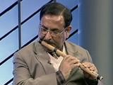 Video: बांसुरी की सुरीली तान छेड़ते हैं दिल्ली पुलिस के ये सीनियर अफसर