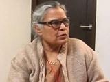 देहरादून हवाई अड्डा : घुटने के बल चलने को मजबूर बुज़ुर्ग महिला