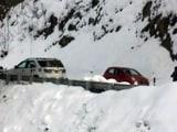 Video: शिमला सहित कई हिस्सों में बर्फबारी, रास्ते बंद