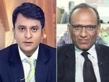 Video: गिरता बाजार, बड़े सवाल : निवेश के लिए क्या हो रणनीति?