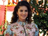 Video : Sunny Leone Turns Author