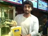 Video : When Arjun Kapoor Served Popcorn at a Theatre