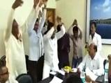 Video: PWD अफसरों के सामने किया नागिन.. नागिन... नागिन डांस