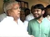 Video: जेएनयू छात्र संघ के नेता कन्हैया कुमार ने पटना में लालू यादव से की मुलाकात